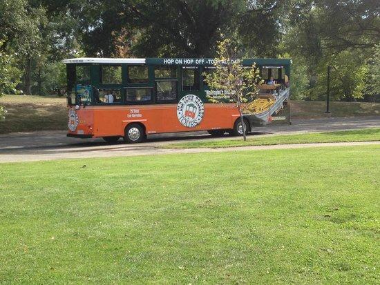 Old Town Trolley Tours of Washington DC : Our tour trolley