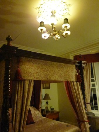 The Meadowsweet Hotel : The bed and the light - love!