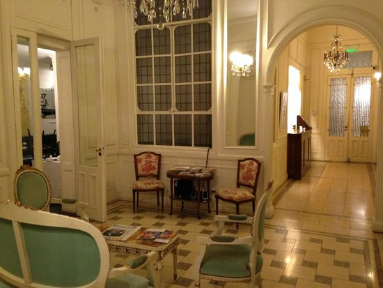 Rooney's Boutique Hotel: Parlor/Lobby