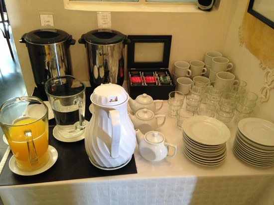 Rooney's Boutique Hotel: Coffee, tea, and juice counter