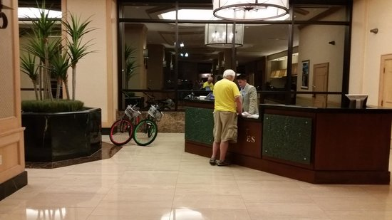Hyatt Regency Jacksonville Riverfront: Another view of the lobby