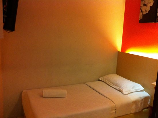 Simms Boutique Hotel: Single room