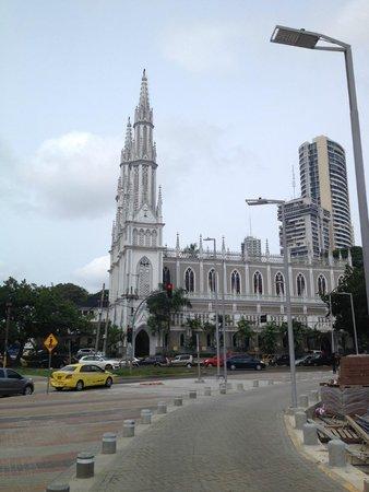 Crowne Plaza Panama: Stunning church right next to hotel