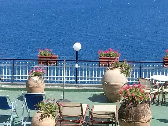 Hotel Dei Cavalieri : desde la habitación con vista al mar