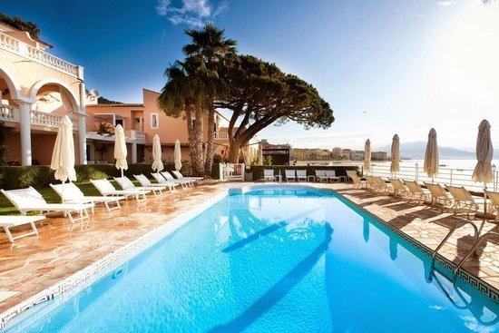 Hotel Les Mouettes : Piscine chauffée à l'eau de mer