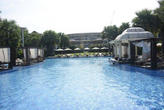 InterContinental Hua Hin Resort : The Pool from the Beach
