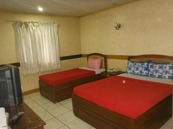 La Brea Inn: deluxe room (room 403)