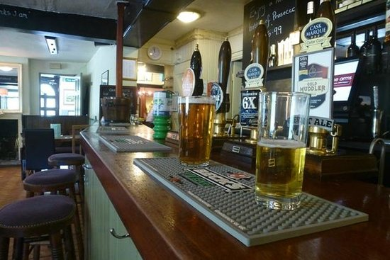 Biddestone Arms : The bar and pint of real ale