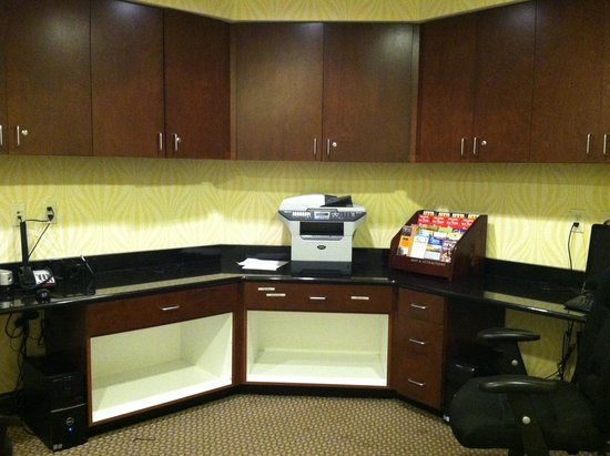 Hampton Inn Richmond-Airport : business office