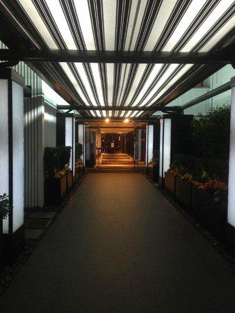 Granville Island Hotel: Entrance