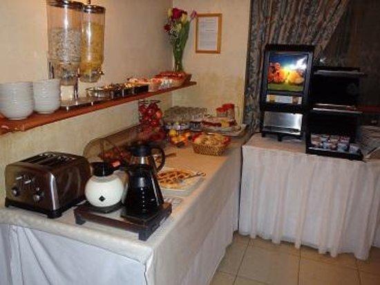Galileo Hotel: 焼き立てパンがおいしい
