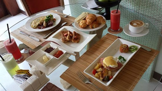 Maca Villas & Spa : breakfast spread!