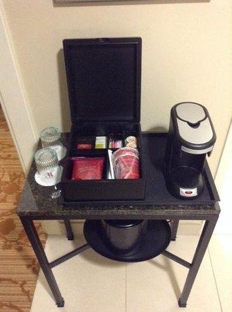 Columbus Marriott : cool coffee and tea setup