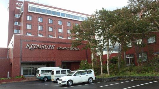 Kitaguni Grand Hotel : たぶん、島内で一番高い建物です。秋から冬にかけては、閉館しているそうです。
