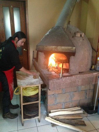 Pizzeria-Cafe Dinos: Pizza cooking...