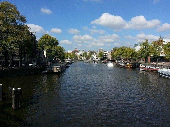 Nova Hotel Amsterdam: Canal en los alrededores del hotel