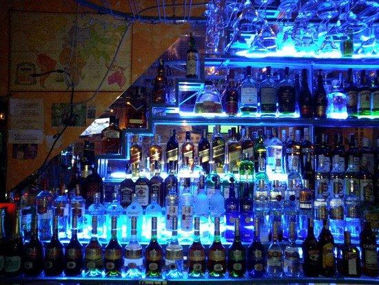 Booze Cruise Sports Bar & Grill: いろいろな種類のお酒ありました