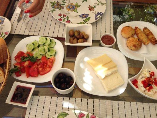 Kostem Hotel: Breakfast