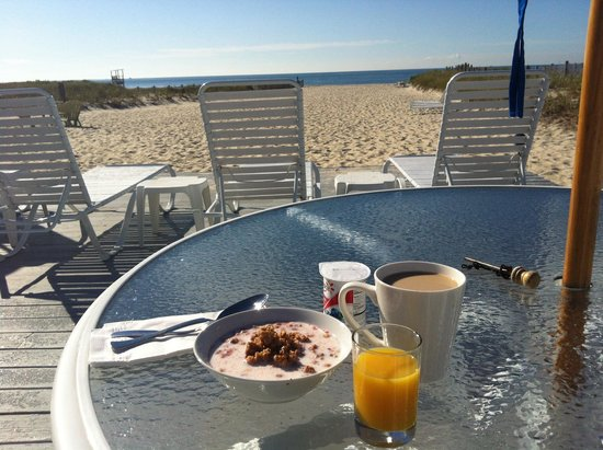 Inn On The Beach: Breakfast