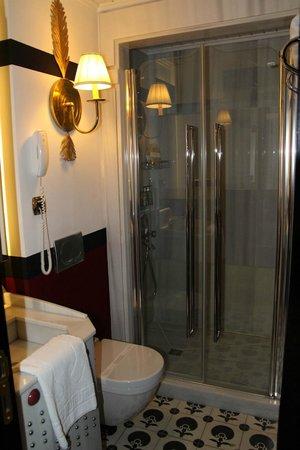 Premist Hotel: Ванная