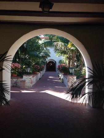 Four Seasons Resort The Biltmore Santa Barbara: On my walk from my room