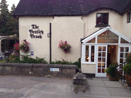 Bentley Brook Inn: Charming entrance