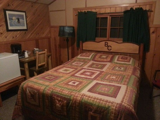 Bill Cody Ranch: Chambre lit double cabane n5