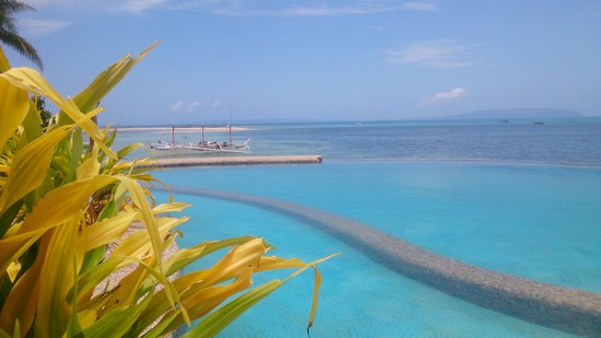 La Luna Beach Resort Infinity Pool