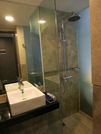 Serela Merdeka: Shower room