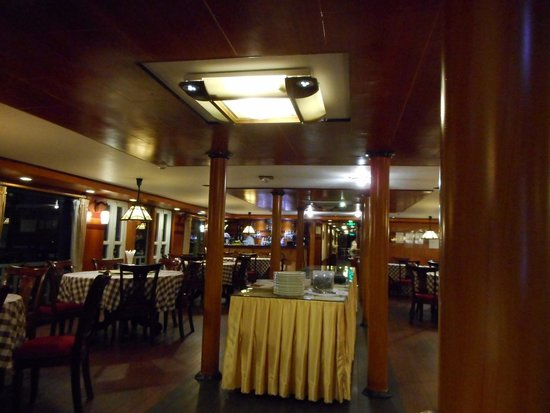 Halong Emotion Cruises Private Charter: View of the dining room