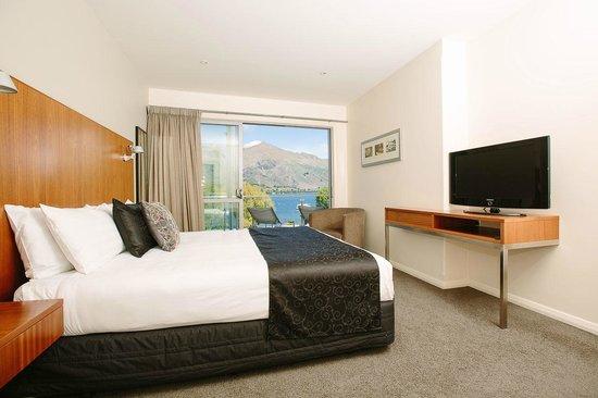 Lakeside Apartments: Master King Bedroom