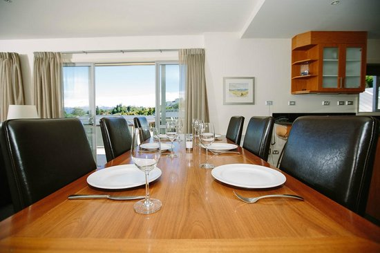 Lakeside Apartments : Premier Apartment Dining