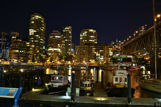 Vancouver Photo Walks: city lights from granville island