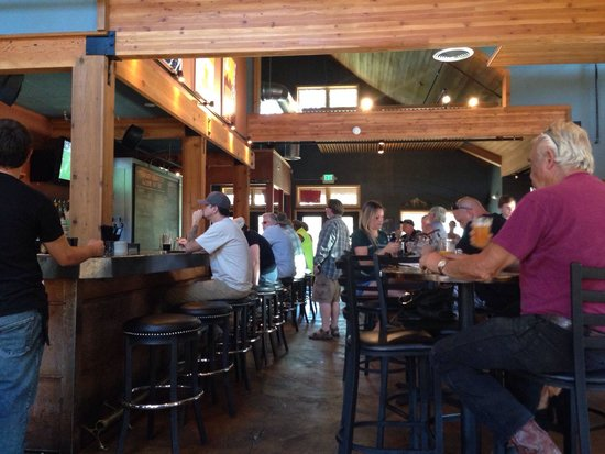 Sunriver Brewing Company: Bar area