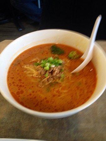 Chaya Restaurant : タンタン麺