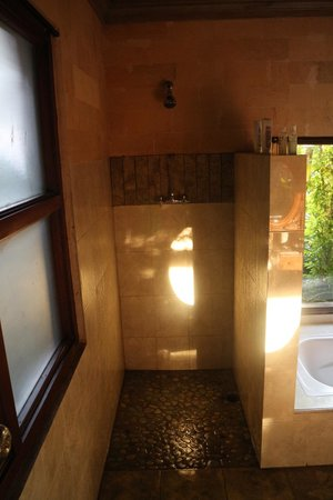Bucu View Bungalows: baño, sin lavamos, jejeje
