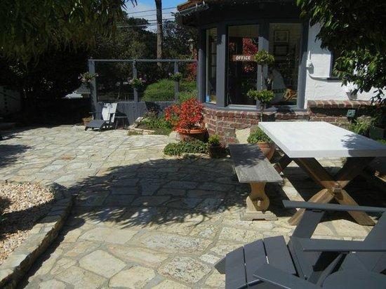 Vagabond's House Inn : The central courtyard
