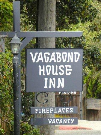 Vagabond's House Inn : Sign on the corner of the hotel