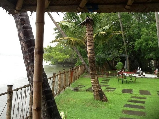 Les 3 Elephants Cherai Beach: View from Room