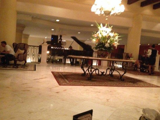 Secrets Capri Riviera Cancun: Main lobby