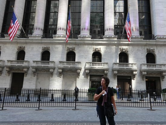 Wall Street Walks: our tour guide in front of the NY Stock Exchange