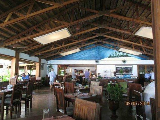Reethi Beach Resort: Main Dining Hall