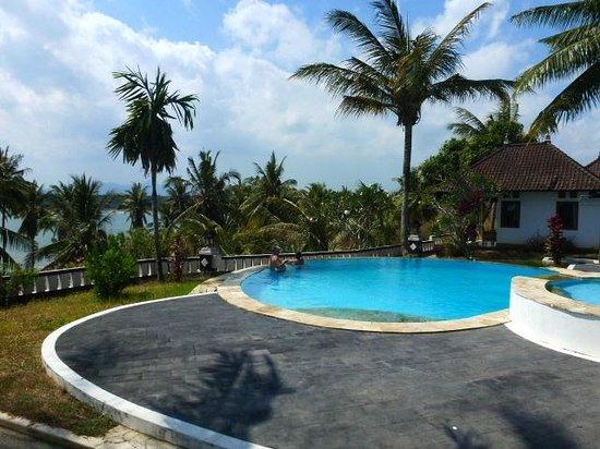 Bali Sunset Hotel: infinity pool
