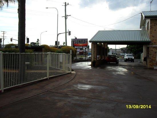 Sunray Motor Inn: Inside Motor Inn carpark