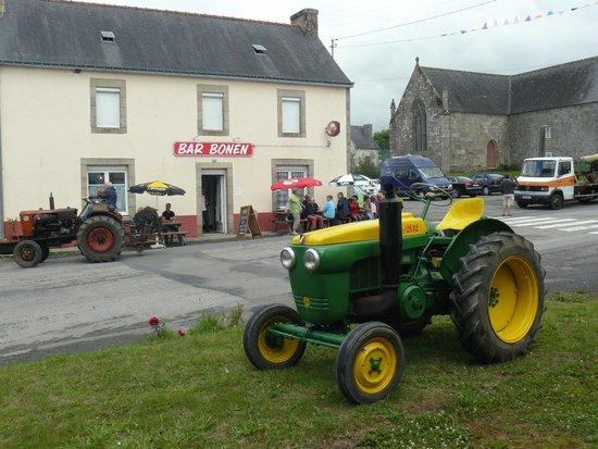 Rostrenen, Fransa: A visit by tractors de collection (Tour de France nearby)