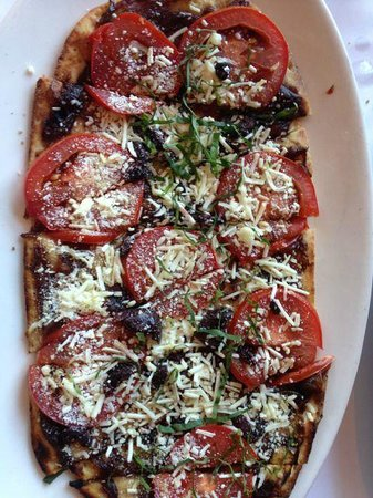Evvia: Flatbread pizza