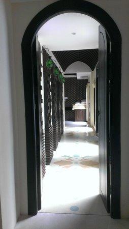 Mandawee Resort & Spa: ทางเดินในบ้าน