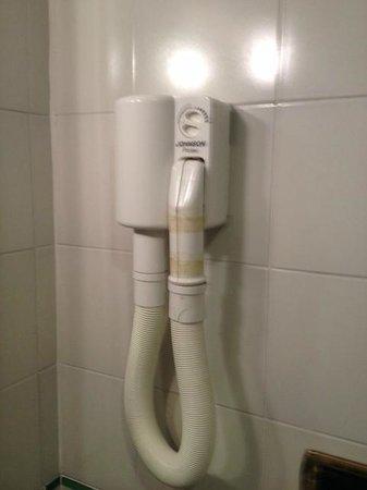 "Hotel Albatros: Asciugacapelli ""riparato"""