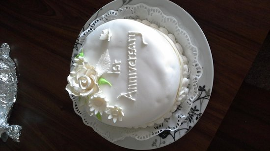 BEST WESTERN Livermead Cliff Hotel: Our Anniversary Cake