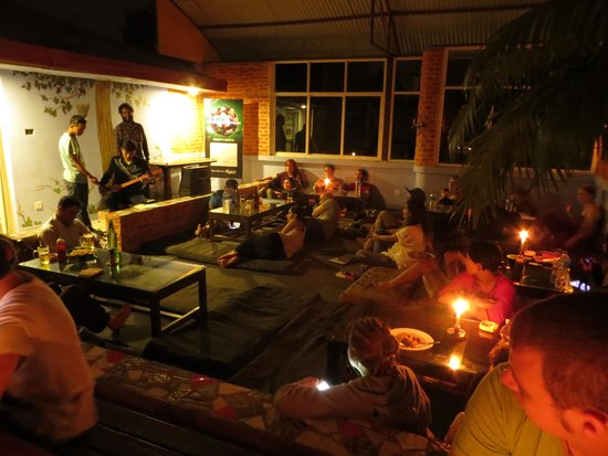 Alobar1000 Hostel: Life music at the roof top